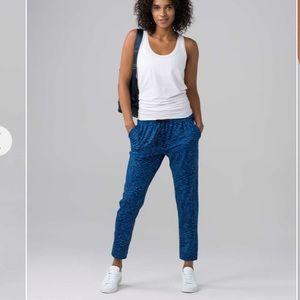 Lululemon jet set crop slim pants luxtreme blue 6